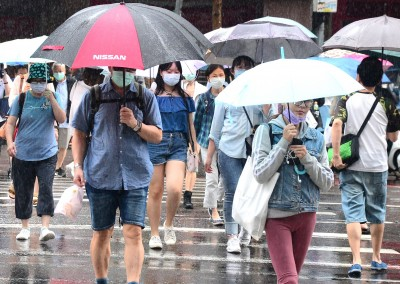 滯留鋒影響到今天 週末轉悶熱、下週二起炎熱如夏