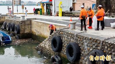 垃圾堆積致船行困難 淡水第一漁港改善工程6月中完工