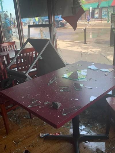 美國非裔消防員用畢生積蓄開酒吧 遭示威暴徒搶劫放火