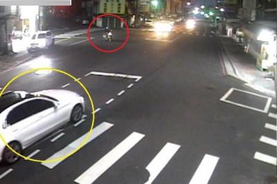 機車撞賓士自認擁「殘存路權」落跑 警逐秒撥放監視器打臉開罰