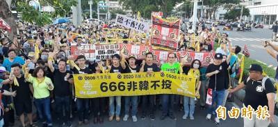 罷韓決戰黃金週日 數千人直搗韓市府前遊行