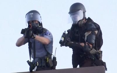 美國鎮暴警開槍了!路透攝影師、安全顧問被橡膠子彈擊中