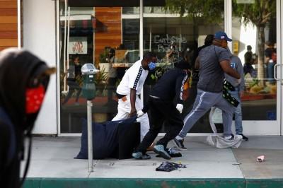 示威變搶劫!美加州長灘Outlet被暴徒洗劫一空