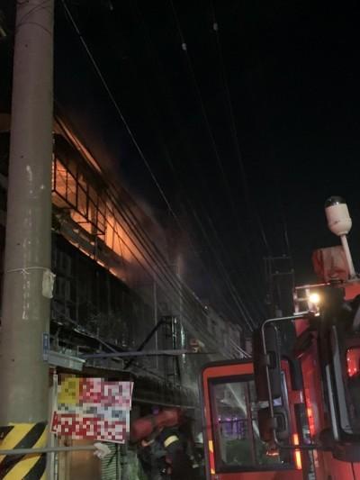 大火夜襲嘉義水上「豔窟」三線路 延燒3民宅