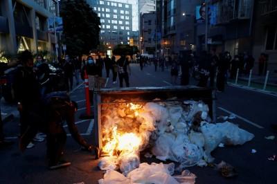 宛如戰場!舊金山暴力示威 街道慘狀影片曝光