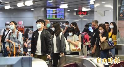 罷韓投票日前夕 雙鐵南下湧人潮 高鐵乘客擠滿車廂