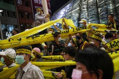 光復高雄!最後一場罷韓大遊行 市民擠爆美麗島捷運站