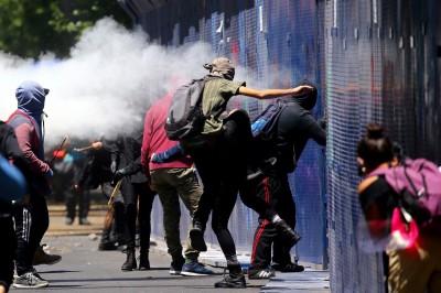 墨西哥也傳警暴案  激進示威者向美國使館丟汽油彈抗議