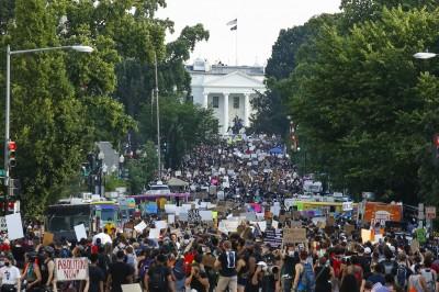 華府史上最大型示威活動!白宮外人群綿延沒有盡頭