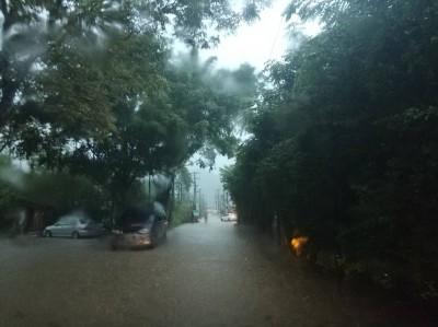 新北多處傳積水 水利局:瞬間大雨宣洩不及
