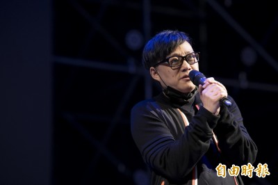 林夕暗諷某黨「別突然那麼幫香港」 柯粉怒:不爽滾回去