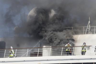 驚!日本橫濱港發生火災  大型郵輪「飛鳥2」起火幸無傷亡