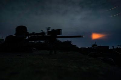 震撼瞬間》一擊必殺!陸戰隊狙擊手訓練  暗夜精準殲敵