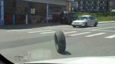 到墾丁被「車輪」超車嚇一跳!這起意外讓駕駛人又驚又笑