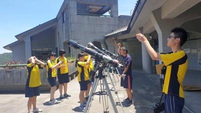 武崙國中師生自製望遠鏡組 21日到雲林追「日環食」
