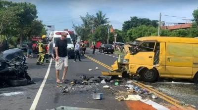 台11線成功鎮2車對撞 含外國人、小孩3人輕重傷