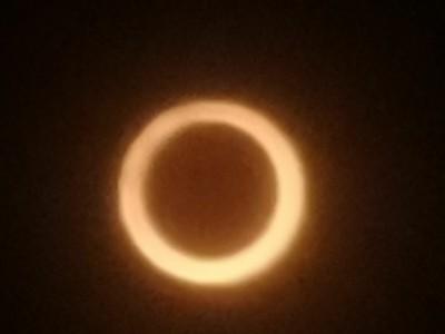 手機就能拍到金戒指! 嘉義民眾爭睹日環食奇景後看F-16衝場