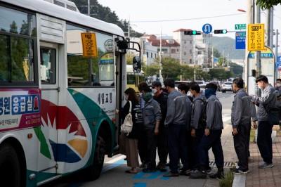 武漢肺炎》提醒民眾搭車戴口罩 南韓公車司機屢遭毆打謾罵