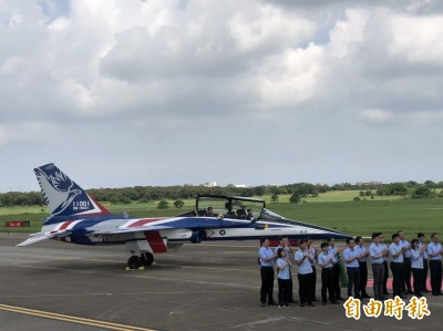 見證國人驕傲!小英以三軍統帥視導勇鷹新式高教機首飛