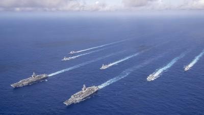 美公布雙航艦打擊群聯演照片 壯盛軍容嚇跑共軍