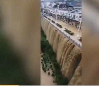 中國暴雨不止 長江中下游最危險、貴州街道成瀑布已死多人