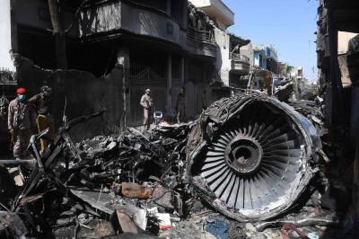 巴基斯坦空難 初步調查報告:正副機師分心聊疫情