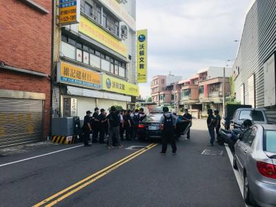 新竹市警匪對峙嫌犯對空開5槍 最後棄械自首!