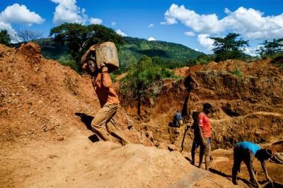 中國老闆積欠工資還對辛巴威礦工開槍 當地民眾掀起反中情緒