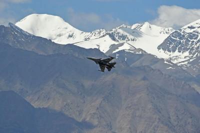 中國戰機頻現身拉達克邊境 印度部署防空飛彈系統反制