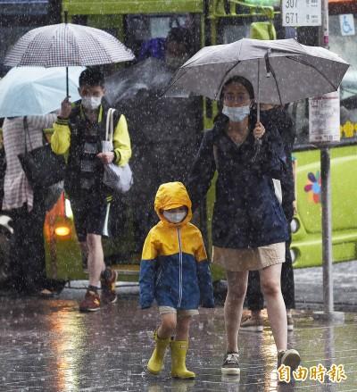出門帶傘! 週四北部、山區慎防午後大雷雨