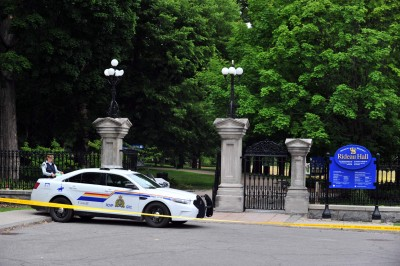 驚險!要找杜魯道說話 加拿大軍人持大量火力闖入總督官邸