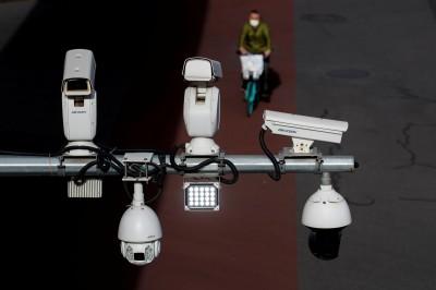 國安法還不夠?港親中議員:應裝監視器監視教師授課