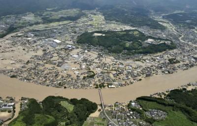 影片曝光!日本熊本暴雨成災 球磨川鋼構橋梁被沖走