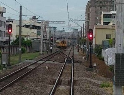獨家》彰化車站驚傳自強號出軌!後方列車大塞車