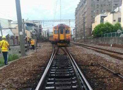 台鐵自強號彰化出軌已漏夜搶通 2萬旅客受影響