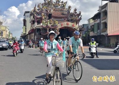 騎單車到橋頭民主聖地拜票 吳益政批民進黨沒建設