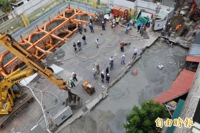 永和文化路塌陷疏散103人 侯友宜勒令建商停工
