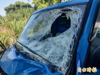 疑煞車失靈 貨車撞上電動車釀1死1命危