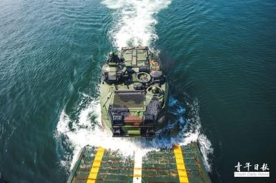 漢光圖輯》AAV7兩棲突擊車 隱身軍艦艙內待命出擊