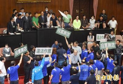監委同意權》游錫堃宣布開始投票 藍推倒圈票處爆衝突