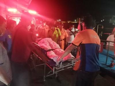 綠島遊客暴增垃圾爆量 清潔隊員收運累翻從車上摔落