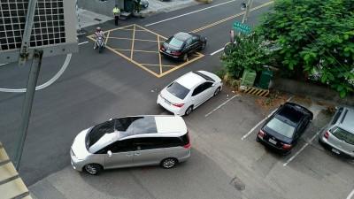 國民黨立委陳超明今晨遭調查局搜索住處並帶回偵訊
