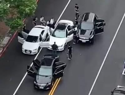 擄人影片曝光!疑涉「女砍女」案 女嫌當街遭歹徒攔車押走