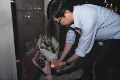 高雄氣爆6周年 陳其邁重回現場獻花:永遠迎接日出的城市!
