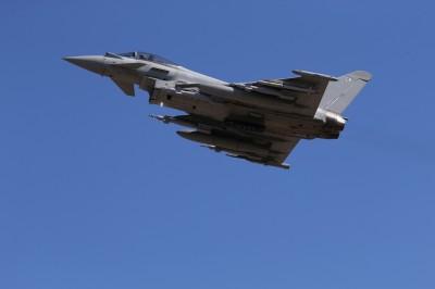 軍情動態》俄軍動作頻頻 英國颱風戰機起飛攔截發現罕見機型
