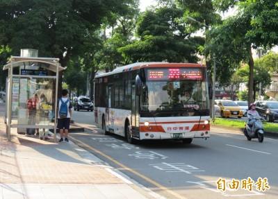 搭台中客運304公車被夾頸 女大生驚恐︰生日差點變忌日!