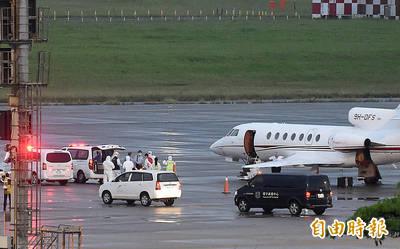 駐印2官員確診 醫療專機抵台火速送醫