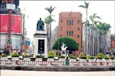 孫中山銅像未倒塌前的歷史畫面。<br>(記者謝銀仲攝)