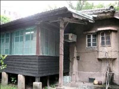 杭州南路一段七十五號日式宿舍昨天通過審議,被登錄為歷史建築,特殊的木構設計被文資委員評為頂級歷建。<br>(圖︰台北市文化局提供)