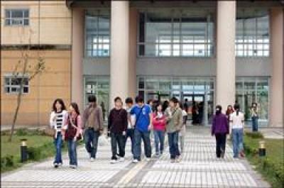 東華大學去年起入學的大一新生,適用新的學位學程化制度,為想要副修、雙主修學位的學生開方便之門,也為台灣培養更多跨領域的專業人才。(記者花孟璟攝)